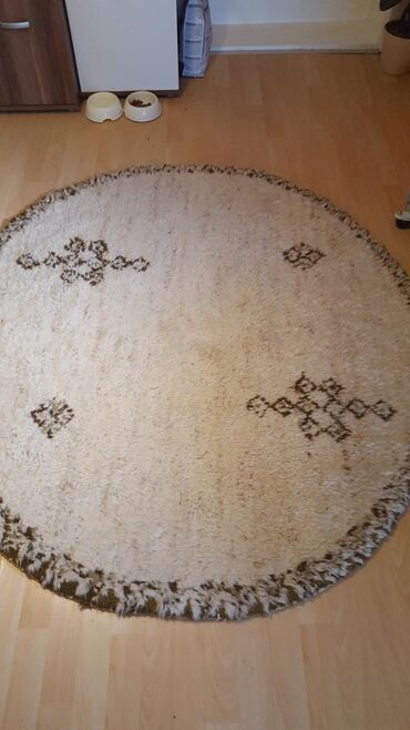 Ostalo za kuću   Paracin: Tepih vuneni. koriscen malo ali je prelepo ocuvan. bez ostecenja. bež