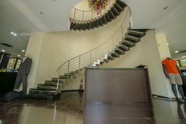 офисное здание в Кыргызстан: Сдаем потрясающее помещение!Это любовь с первого взгляда))4-Этажное