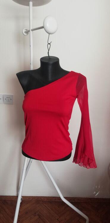 Bluzica katrin - Srbija: C&A prelepa asimetrična bluzica, crvene boje. Rukav je zvonast i