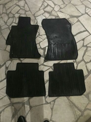 Продаю полики (коврики) от субару