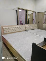 Двуспальная кровать без матраса