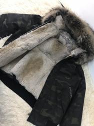 puma ветровка в Кыргызстан: Продается шикарная парка трансформернатуральный мех, мехкапюшон