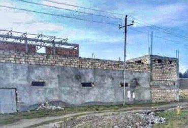 Abşeron rayonu,Baki-Sumqayıt-yolu kenarında yerleşen obyektdir.Böyük