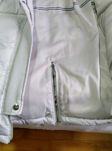 Zimska jakna sa krznom - Srbija: Prelepa nova zimska jakna vel 42 sa krznom.cena 5000rsd