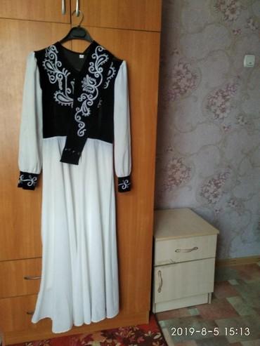 длинное белое платье в Кыргызстан: Продаю платье национального стиля, размер 42, подойдёт на 44. сама оде