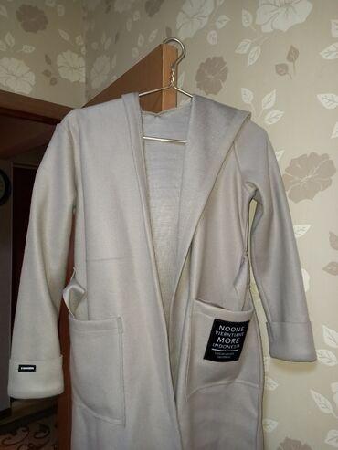 платья рубашки оверсайз в Кыргызстан: Пальто с капюшоном. Деми Размер оверсайз. Новоене надевала . Мкр