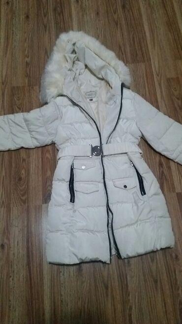 Zimska jakna nova obucena jednom. Jedna mana joj je to sto nema