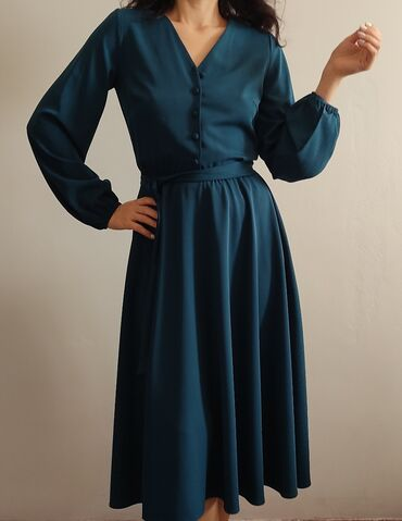 Новое платьеСилуэт солнцеТкань плотная, качественная, на любой