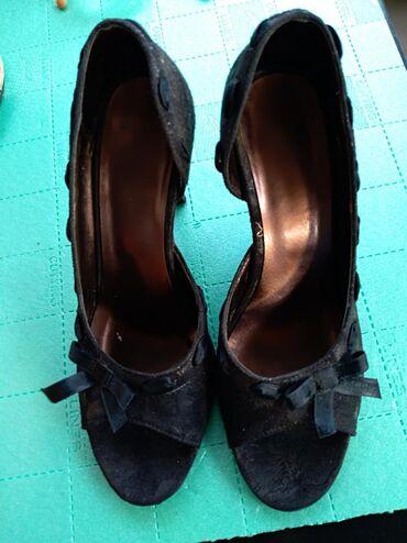 | Mladenovac: Cipele.,broj 38.U dobrom stanjupotrebno je zameniti flekice na