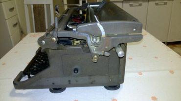 Pisaća mašina marke Underwood proizvedena u Engleskoj početkom - Ruma