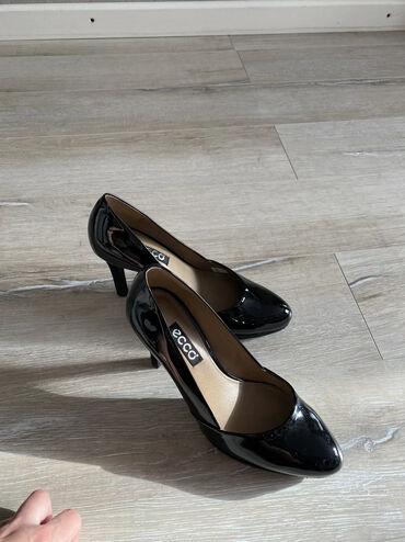 Продаю туфли чёрного цвета фирмы Ecco из лакированной и замшевой кожи