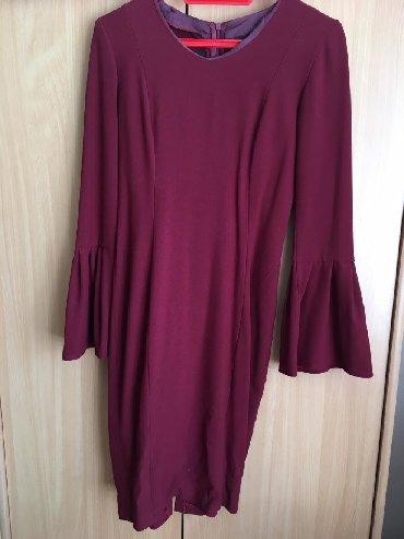 Bordo haljina sa zvonastim rukavima. Sivena. Odgovara konfekcijskom