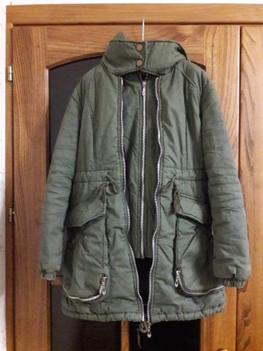 Женская зимняя куртка,размер м в Бишкек