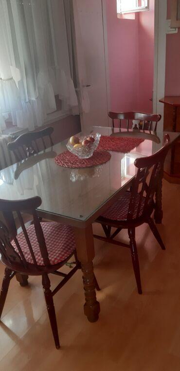 Sto i 6 stolica ima ukupno, nisu na slici sve, sto ima zastitno staklo