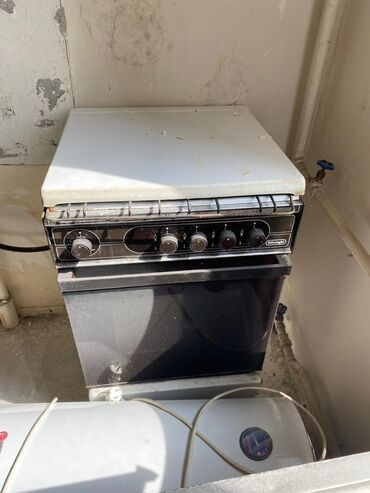 газовые горелки для котлов в бишкеке в Кыргызстан: Срочно!!! Газ.плита, микроволновка, 2 двери, унитаз, ламинат всего за