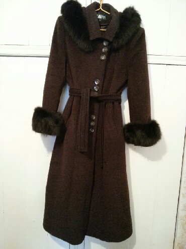 Теплое пальто 44-46 размера.В отличном состоянии.Отличается