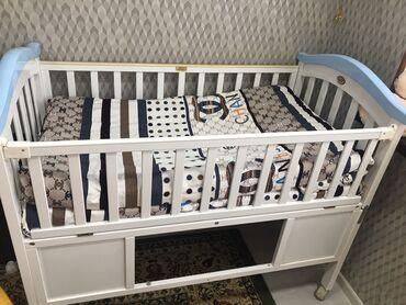 Двуспальные кровати - Кыргызстан: Срочно продаю кроватку отдам за 2500