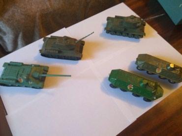 Военные игрушки СССР, у двух танков в Бишкек