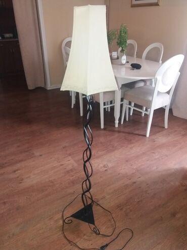 Podna lampa - Srbija: Podna lampa bez ikakvih ostecenja.Izuzetnog kvaliteta