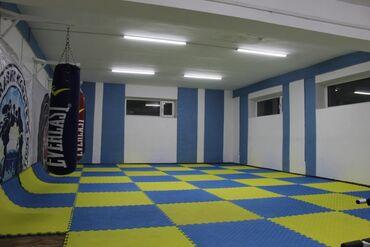 Коммерческая недвижимость - Кыргызстан: Сдаю спортивный оборудованный зал.  С очень хорошими условиями. В цент