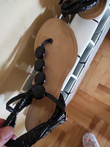 Crne sandale unutrašnje gaziste 24. Odgovaraju broju 37.5 Brend Suzi