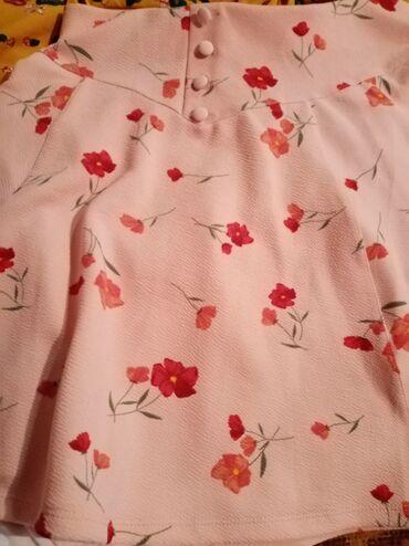 Roza suknjica XL ž šorc na cvetove sa džepovima i kaišićima XL rozi