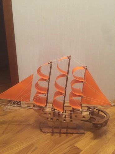 Модели кораблей в Азербайджан: Hediyye el ishi taxtadan gemi tezedi. her olcude yigiriq