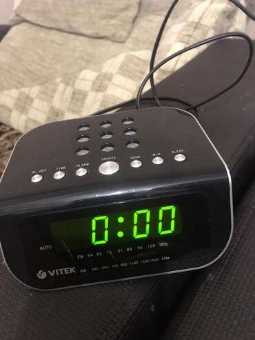 музыкальные центры в Кыргызстан: Три в одном:будильник,радио и часы Vitek Цена:600