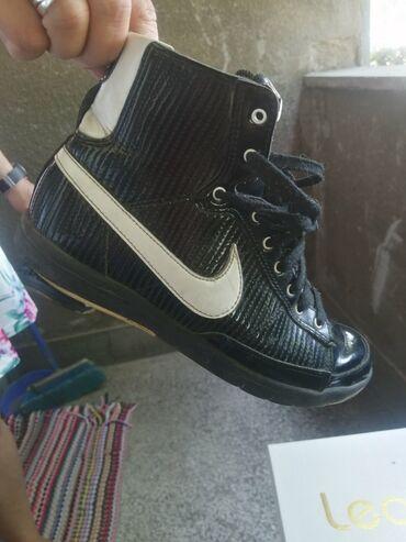 Ženska patike i atletske cipele | Smederevo: Prodajem korišćene ali izuzetno očuvane original Nike patike izuzetno