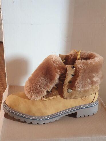 Срочно продам ботинки 39-го размера, состояние новых, одевала всего