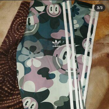Ženske pantalone - Srbija: Original Adidas helanke velicina 38(M),kupljene u Buzz-u. Obucene 2,3