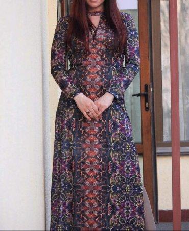 длинное платье с цветочным принтом в Кыргызстан: Платье длинное, интнресный принт. В идеальном состоянии