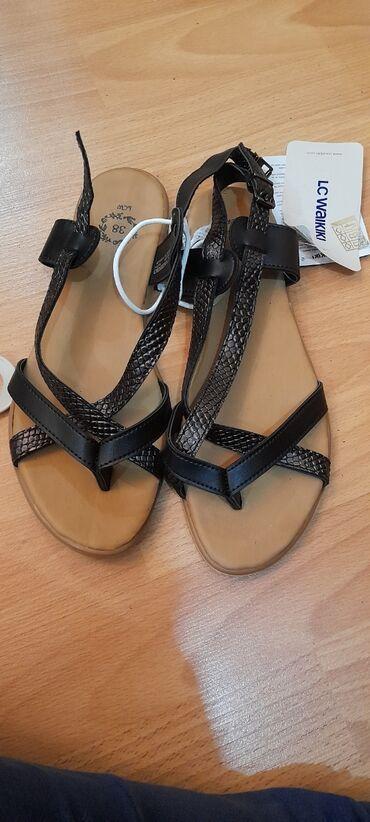 Sandalet lc Waikiki firmasinin 38 ölçü, yenidir, qara rengde