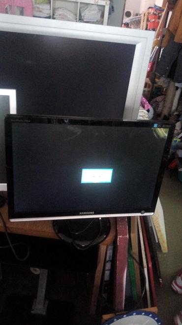 "Samsung syncmaster 226bw LCD monitor 22""  Ima mrtve piksele u uglu des"