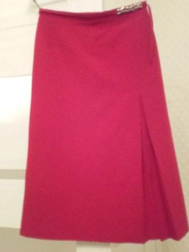 Красивая красная юбка. Размер: 36
