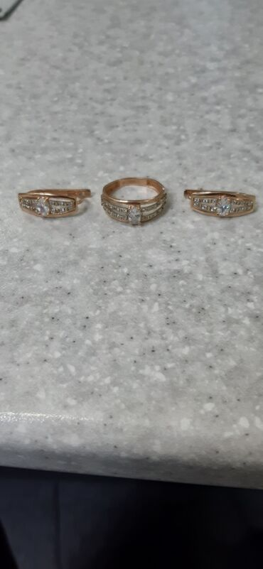 весы для золота цена в Кыргызстан: Продаю золотой набор золотые серьги с кольцом 585пробы Россия