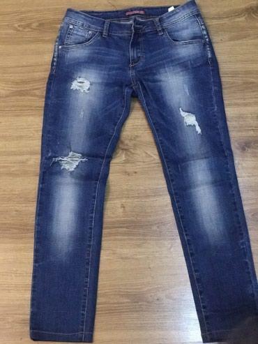 джинсы хорошего качества в Кыргызстан: Джинсы рваные, прямые, посадка низкая, 29 размер, очень хорошего