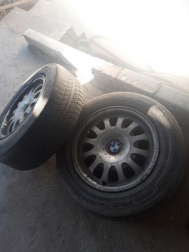 размер шин 18565 r15 в Кыргызстан: Продаю диски на БМВ размер R15 комплект 2 без шин 2 с шинами 15