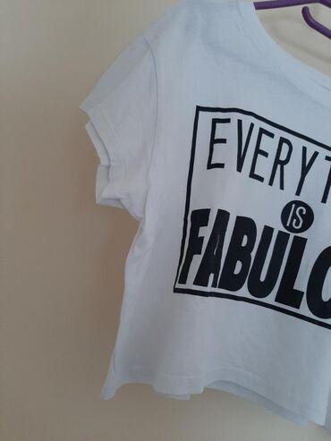 H & M kraća majica. Vel S. Sa printom i natpisom