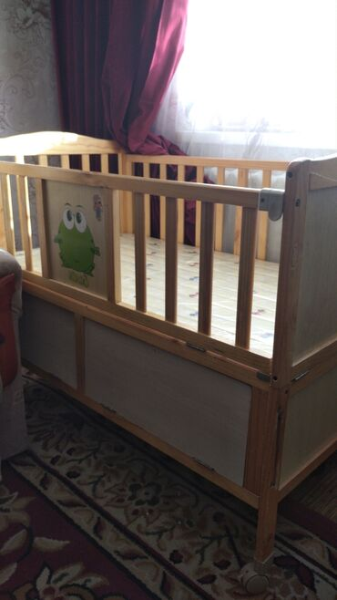 Продаю детскую кроватку 3000 б/у торг уместен