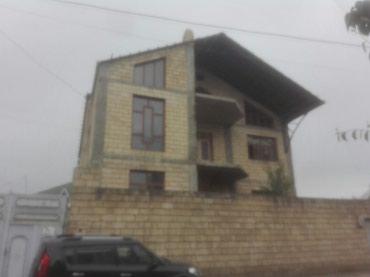 Gəncə şəhərində Darmsnin kruqunda 3 mertebe mansarli vila tecili satilir ucuz evle