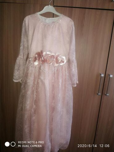 Платье на 10-13 лет очень красивое с туфлями (36-37 размер), одето