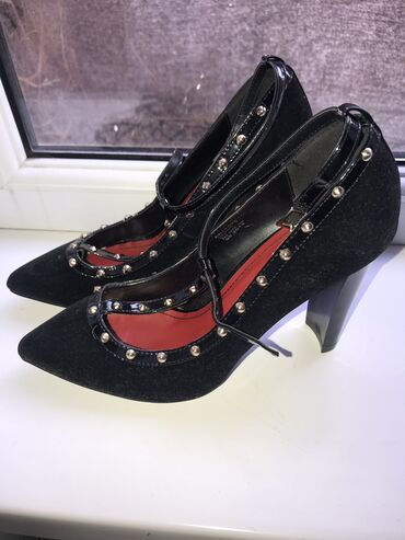 Продаю туфли новые размер 38