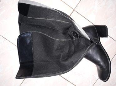Crne kozne duge cizme,nosene ali ocuvane,vel.39....cena 1.000 - Smederevo