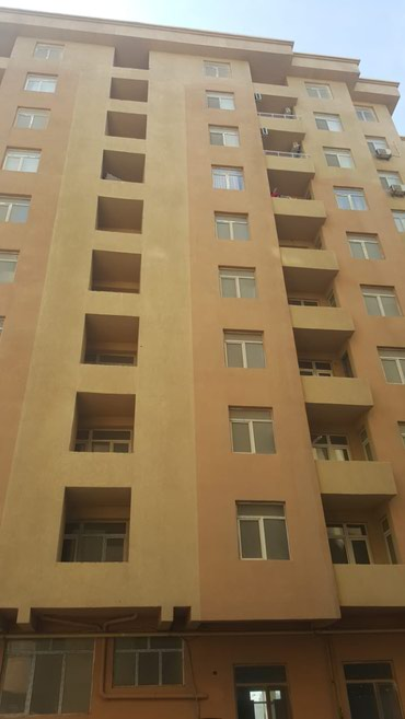 Bakı şəhərində Mehemmedlide 3 otaqli menzil satilir.2 hamam tualeti var.evin 70 faiz