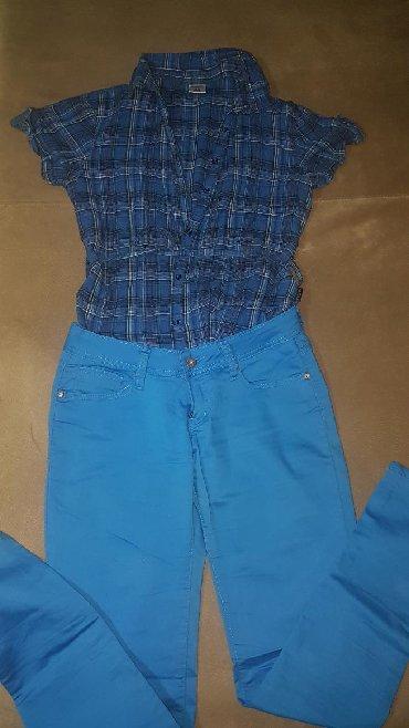 Karirana kosuljica - Srbija: Plave pantalone samo jednom obucene vel.31/32, kosuljica karirana sa
