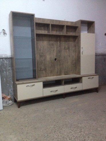 Bakı şəhərində Tv stendi laminat hazirlanib rengi  krem ve antikdardir