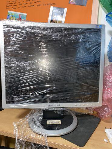 Samsung 740N monitor u pefektnom stanju i radi bez greske