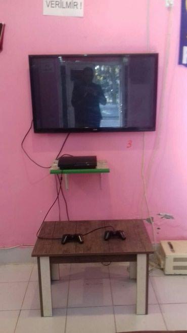 Bakı şəhərində 107 ekran tv ve playstation 3 iki pult cemi 680 manat 7 edet var