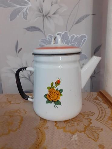 Чайник эмалированный, советский с боку в низу есть скол